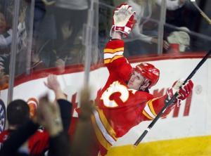 Stempniak leads Flames past Oilers 4-3