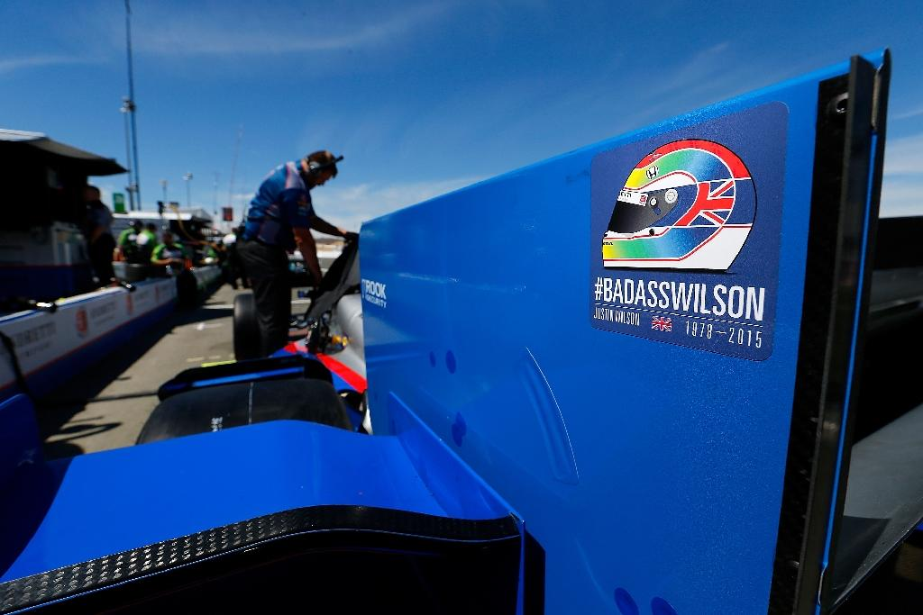 IndyCar drivers back at work with heavy hearts
