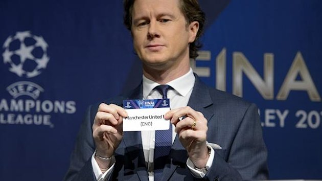 UEFA Champions League final ambassador Steve McManaman, shows the name of Manchester United he drew during the draw for the last 16 of the UEFA Champions League on December 20, 2012 at the UEFA headquarters in Nyon