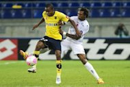 Sochaux&#39; French forward Cedric Bakambu (left) vies with Valenciennes&#39; Brazilian defender Gil during their French L1 match in Montbeliard, March 2012. Bakambu has extended his contract with the Ligue 1 side for two years until June 2015