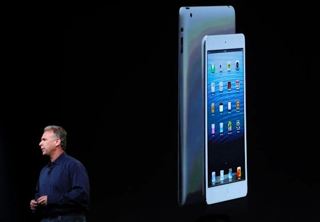 Apple senior vice president of worldwide marketing Philip Schiller introduces the new iPad mini during an Apple event in San Jose, California in this October 23, 2012 file photo. REUTERS/Robert Galbraith/Files