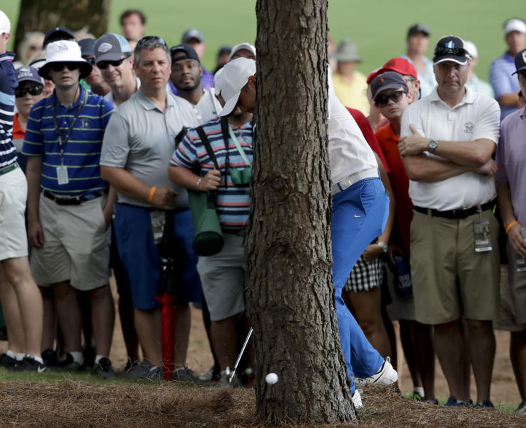 "<a class=""yom-entity-link yom-entity-sports_player"" href=""/pga/players/7542/"">Jason Day</a> hits from behind a tree on the 18th hole during the third round of the PGA Championship. (AP)"