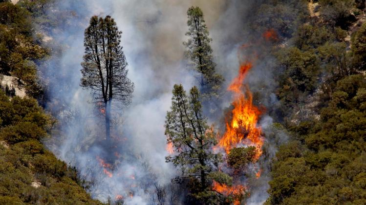 Thousands go home as wildfire calms north of LA
