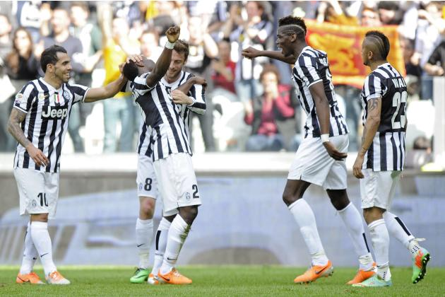 Juventus' Kwadwo Asamoah celebrates with his teammates after scoring against Fiorentina during their Italian Serie A soccer match in Turin