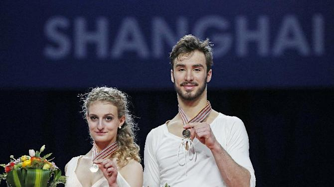 Gabriella Papadakis and Guillaume Cizeron of France pose with their gold medals Ice Dance Free Dance event in the ISU World Figure Skating Championship 2015 held at the Oriental Sports Center in Shanghai, China, Friday, March 27, 2015. (AP Photo/Ng Han Guan)