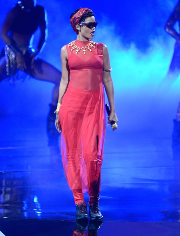 rihanna-mtv-music-awards-2012