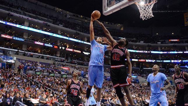 Dudley, Redick lead Clippers' 121-82 rout of Bulls
