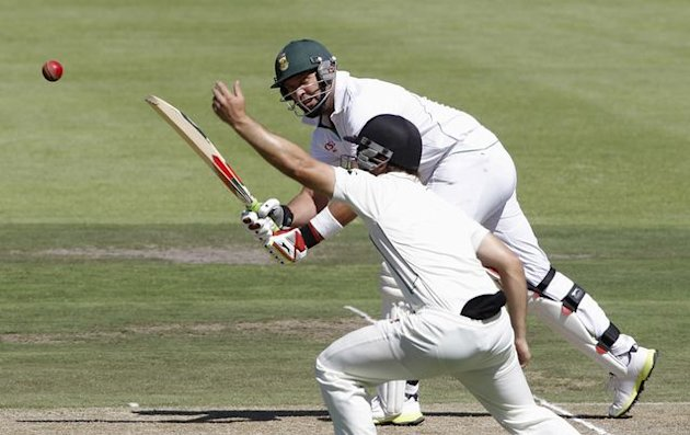 New Zealand lose two wickets before tea