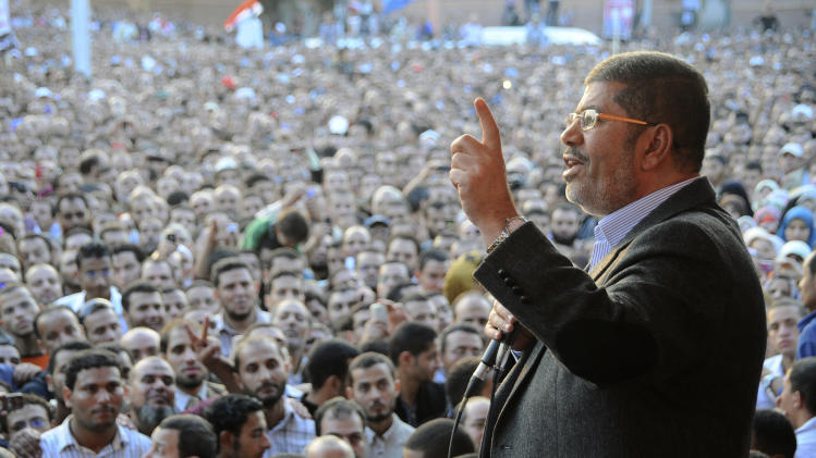 Egypt's stock market tumbles after Morsi's decree