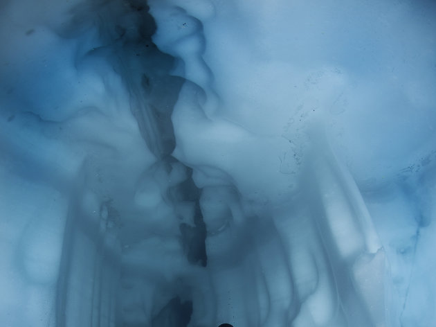 This breathtaking image of an underwater maze inside a glacier in Sassolo Lake, Switzerland was taken by an intrepid explorer in freezing temperatures. Photographer Franco Banfi regularly braves sub-zero temperatures to dive under thick ice and capture remarkable pictures at considerable risk to his life. The glaciers create extraordinary underwater caves and passages due to changes in temperature between the summer and winter months. (Photo: FRANCO BANFI / CATERS)