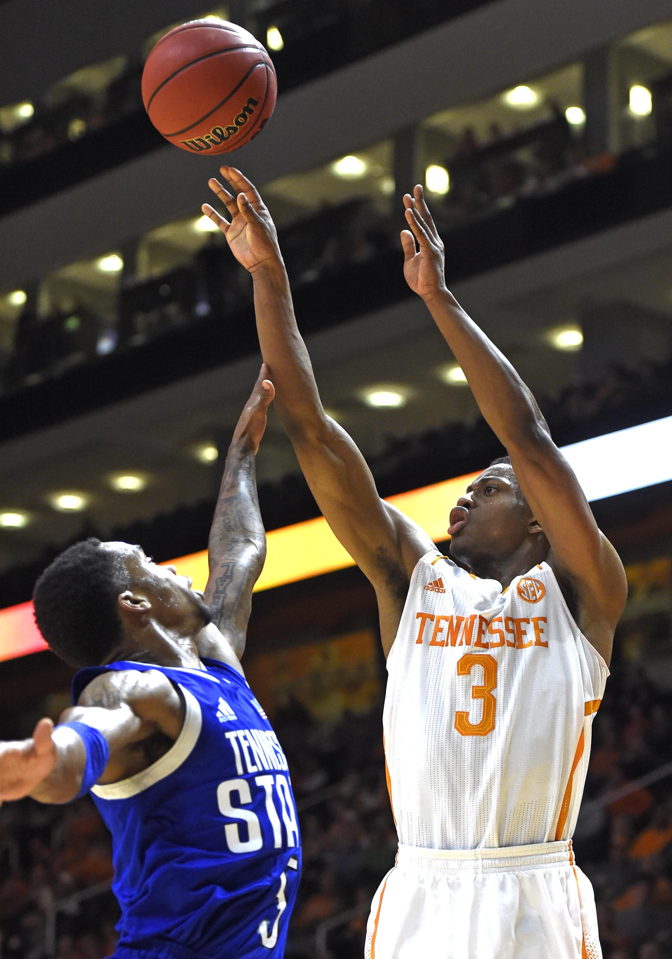 Punter, Tennessee beat Tennessee St, 67-46