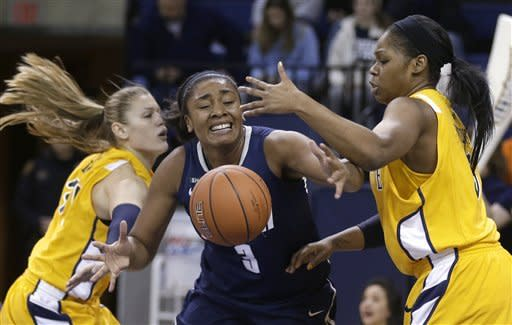 No. 3 UConn women beat Marquette 85-51