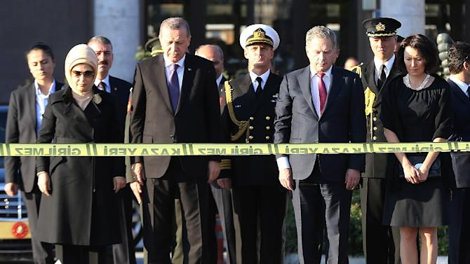 Turkey's President Recep Tayyip Erdogan (2nd L), Finland's President Sauli Niinisto (2nd R), and their wives Emine Erdogan (L) and Jenni Haukio attend a wreath-laying ceremony at the site of the bombings in Ankara on October 14, 2015