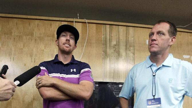Hunter Mahan, left, stands with PGA tour official Chris Reimer about the cancellation of play at the Tournament of Champions PGA golf tournament, Saturday, Jan. 5, 2013, in Kapalua, Hawaii. Because of wind, play was canceled for the day after being stopped a day earlier. The tournament is now scheduled to begin on Sunday morning. (AP Photo/Elaine Thompson)