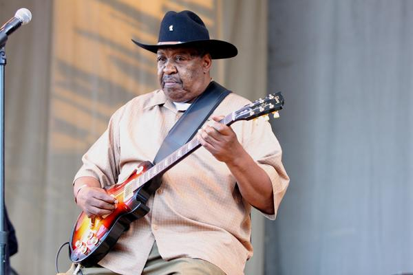Blues Guitarist Magic Slim Dead at 75