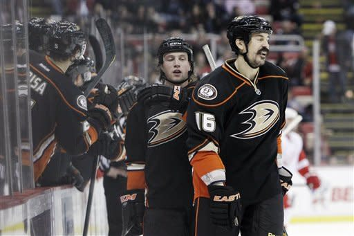 Red Wings top Ducks for 19th straight home win