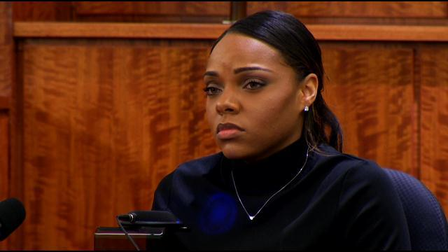 Aaron Hernandez fiancee discusses money, gun at murder trial