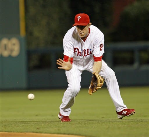 Halladay leads Phillies past Nationals