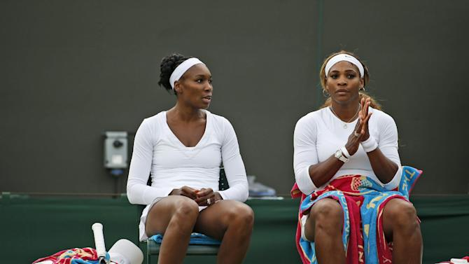 Serena Williams falls in doubles win with Venus
