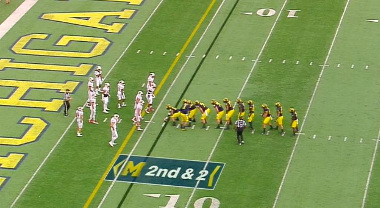Michigan takes I-formation to new level with wacky pre-snap look (Video)