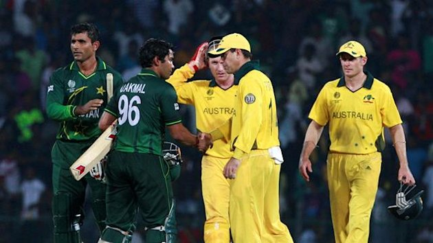 Pakistan&#39;s Umar Akmal (2nd L) shakes hands with Australia&#39;s captain Ricky Ponting (2nd R) after Pakistan defeated Australia in their ICC Cricket World Cup group A match in Colombo March 19, 2011