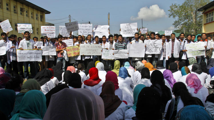 "Kashmiri medical students protest against an anti-Islam film called ""Innocence of Muslims"" that ridicules Islam's Prophet Muhammad Wednesday, Sept. 19, 2012,  in Srinagar, India.  (AP Photo/Mukhtar Khan)"
