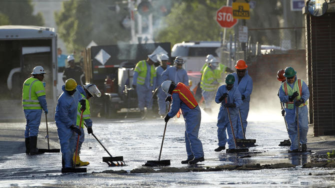 10,000 gallons of crude oil in Los Angeles on Thursday
