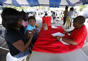 Volunteer helps Danielle Winters sign up for the Affordable Care Act in Jackson