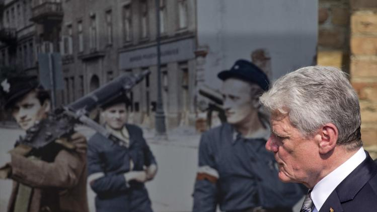 "German President Gauck visits the exhibition ""The Warsaw Uprising 1944"" in Berlin"