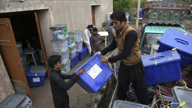 Afghan workers of the election commission office unload ballot boxes from a truck after votes in Jalalabad, east of Kabul, Afghanistan, Sunday, April 6, 2014. Across Afghanistan, voters turned out in droves Saturday to cast ballots in a crucial presidential election. The vote will decide who will replace President Hamid Karzai, who is barred constitutionally from seeking a third term. Partial results are expected as soon as Sunday. (AP photo/Rahmat Gul)