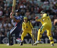 England&#39;s Ravi Bopara (L) watches a shot watched by Australia&#39;s wicketkeeper Matthew Wade during the second One day International (ODI) cricket match between England and Australia at The Oval cricket ground in London. Bopara starred with both bat and ball as England coasted to a six-wicket win over Australia with 26 balls to spare