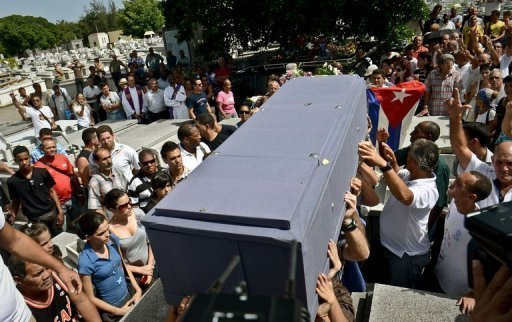 <p>Relatives and friends of opposition leader Oswaldo Paya carry his coffin during his funeral at Havana's Cristobal Colon cemetery on July 24. Cuban authorities have released without charges most the dissidents arrested after the funeral of political activist Oswaldo Payo, activists said.</p>