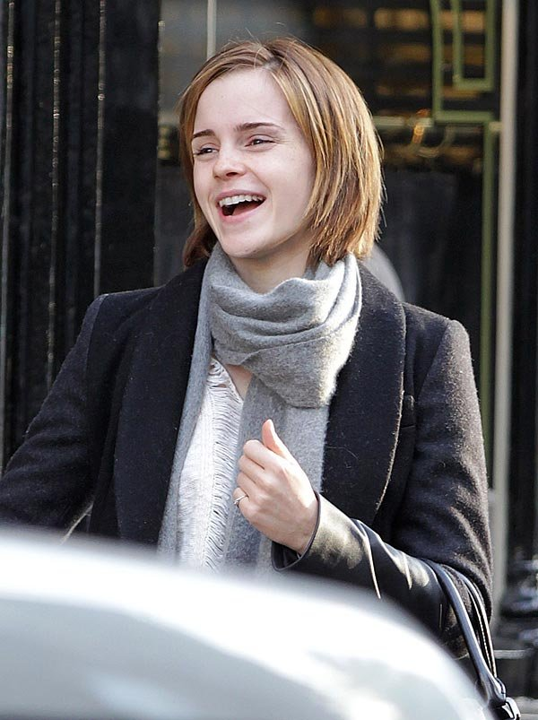 Emma Watson Goes Shopping Without Makeup