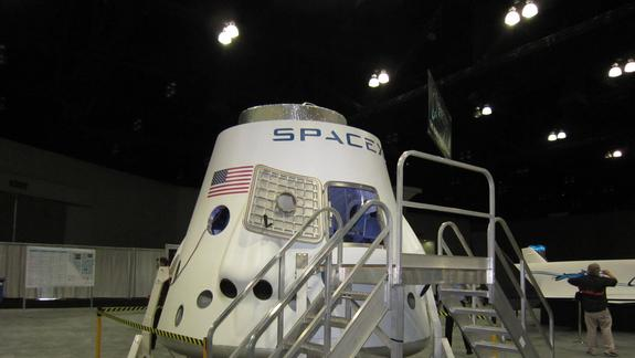 SpaceX Shows Off Manned Dragon Capsule at Space Expo