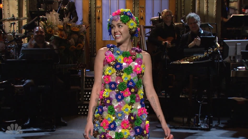 'Saturday Night Live' Ratings Up In Season Premiere With Miley Cyrus, Hillary Clinton