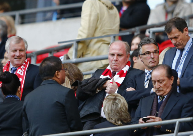 Bavarian state governor  Seehofer and Bayern Munich President Hoeness arrive for Champions League final soccer match against Borussia Dortmund in London