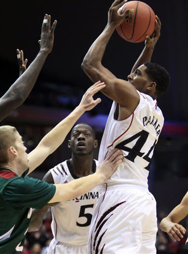 Kilpatrick leads No. 24 Cincy over MSVU 102-60