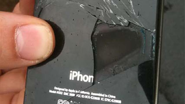 iPhone 4 Explodes Midflight