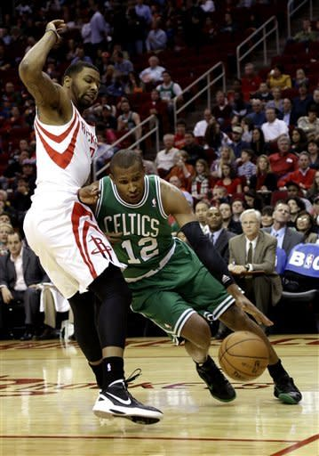 McHale, Garnett embrace after Rockets top Celtics