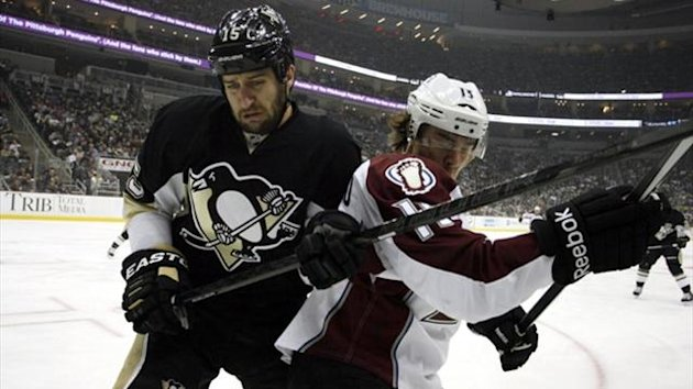 Pittsburgh Penguins center Tanner Glass (left) and Colorado Avalanche right wing P.A. Parenteau (right) battle for position (Reuters)