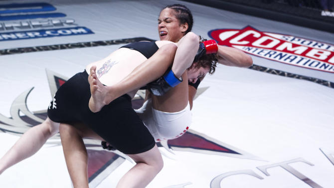 Amanda Nunes Pulled from UFC on FOX 11 to Fight Former Strikeforce Champ