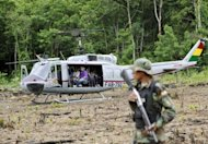 Helicptero boliviano em plantao de coca em Chinahota em maro de 2011
