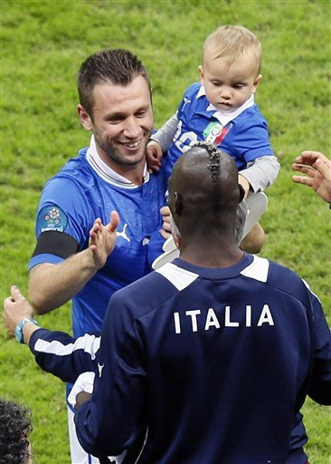 Stingy Spain worried about Italy, Balotelli