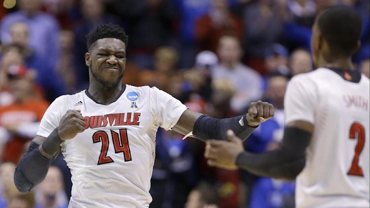 Kentucky tops Louisville 74-69 in Midwest Regional