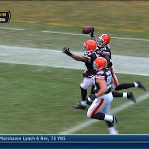 Cleveland Browns safety T.J. Ward recovers fumble for a TD