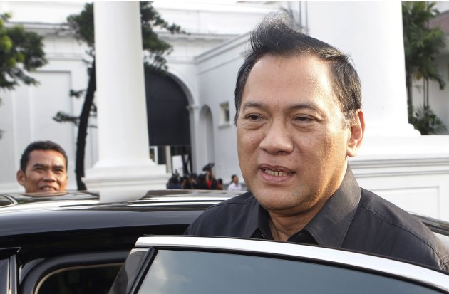 Indonesian Finance Minister Martowardojo leaves the presidential compound after attending a meeting in Jakarta