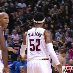 Mo Williams' Half-Court Heave