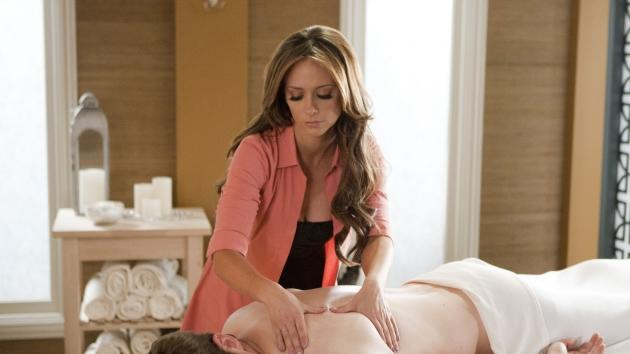 Jennifer Love Hewitt in 'The Client List' -- Lifetime