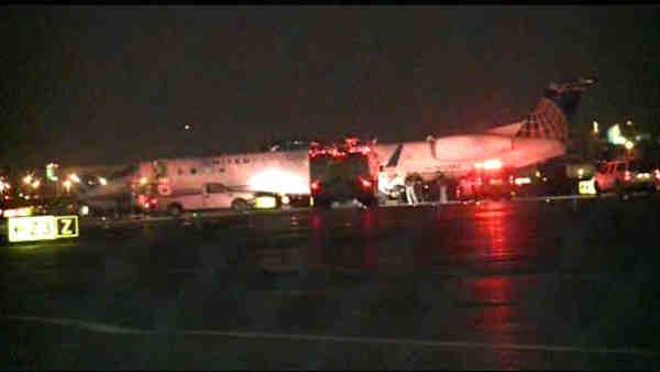 Flight veers off runway at Newark Airport
