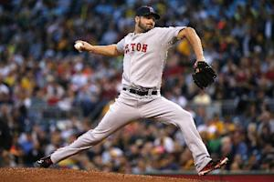 Pirates get late break in playoff push, top Bosox